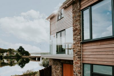 Award winning riverside home by south devon architects andrew lethbridge associates