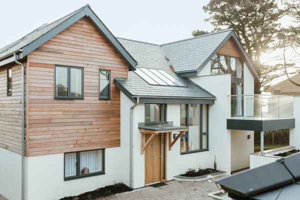 cedar cladding to a modern new house in thurlestone by devon architects andrew lethbridge associates