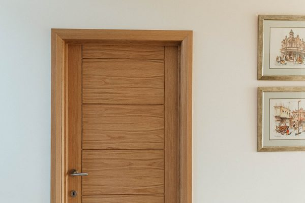Oak door and architrave in a new beachside house in thurlestone by devon architects andrew lethbridge associates