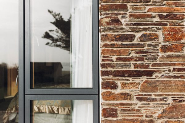natural stone cladding and aluminium idealcombi windows on a new family home in thurlestone by devon architects andrew lethbridge associates