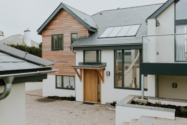 cedar cladding and natural slate roof on a modern thurlestone beach house by south devon architects andrew lethbridge associates