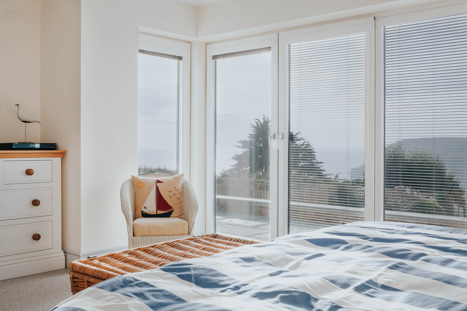 corner window to bedroom with integral venetian blinds
